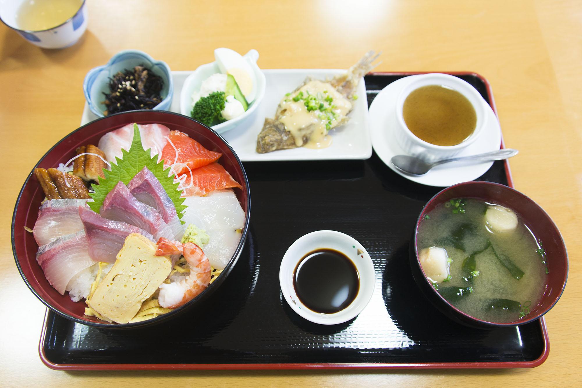 海鮮丼定食 無料写真素材191を拡大表示(幅 2000 px)